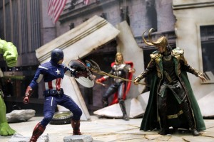 Figure Captain America fighting Loki from the Movie The Avengers